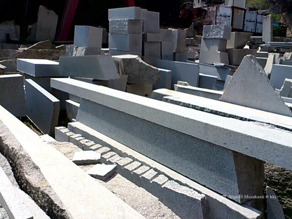 墓石の廃石材
