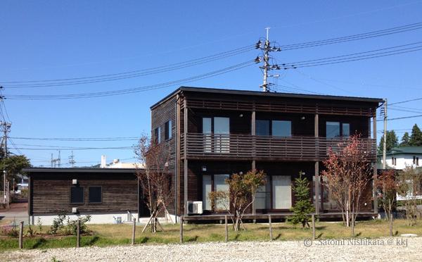 資料2:長い庇で窓の日射遮蔽するタイプのQ1住宅刈和野