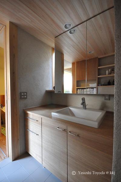 脱衣室の床素材は土間コン+タイル