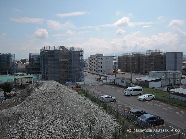工事中の第2期街区(左)と第3街区(右)